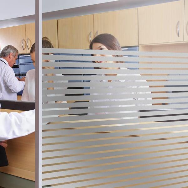 Sichtschutzfolie mit silbernen Streifen – 10mm